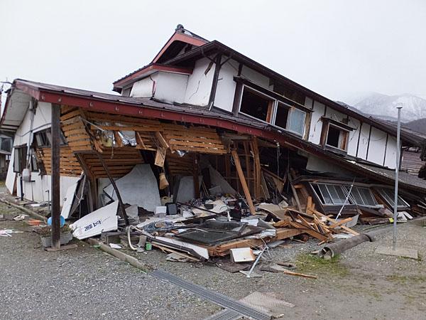 建物の倒壊(白馬村三日市場地区)