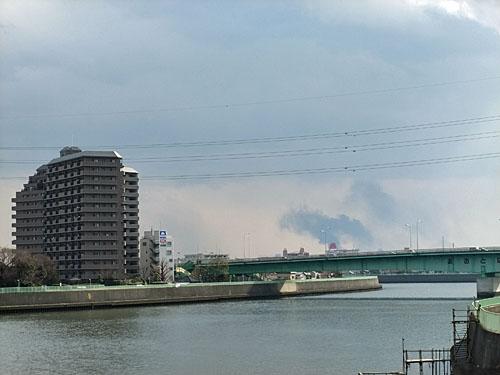 高砂橋から黒煙確認